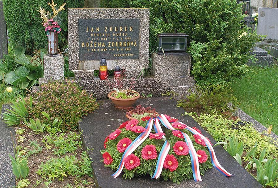 Hrob Jana Zoubka na pacovském hřbitově